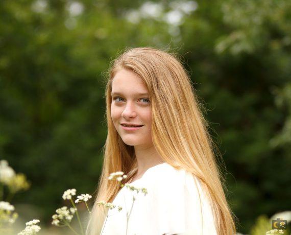 portretfotografie, bloemenveld, fotoshoot op buitenlocatie, cecielripfotografie